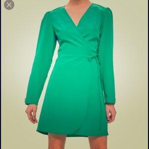 New Topshop Petite Crepe wrap mini Dress. Size 2